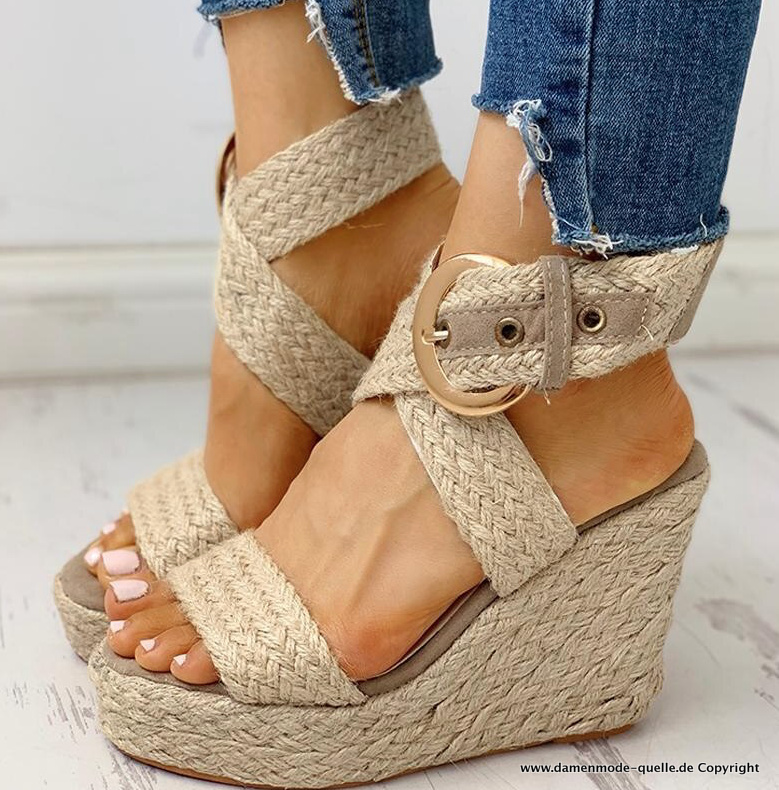 Coole Party Plateau Sommer Sandalen in Beige